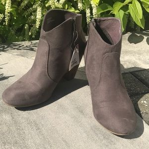 "NWT Report taupe ankle 3"" cowboy boots size 8.5"